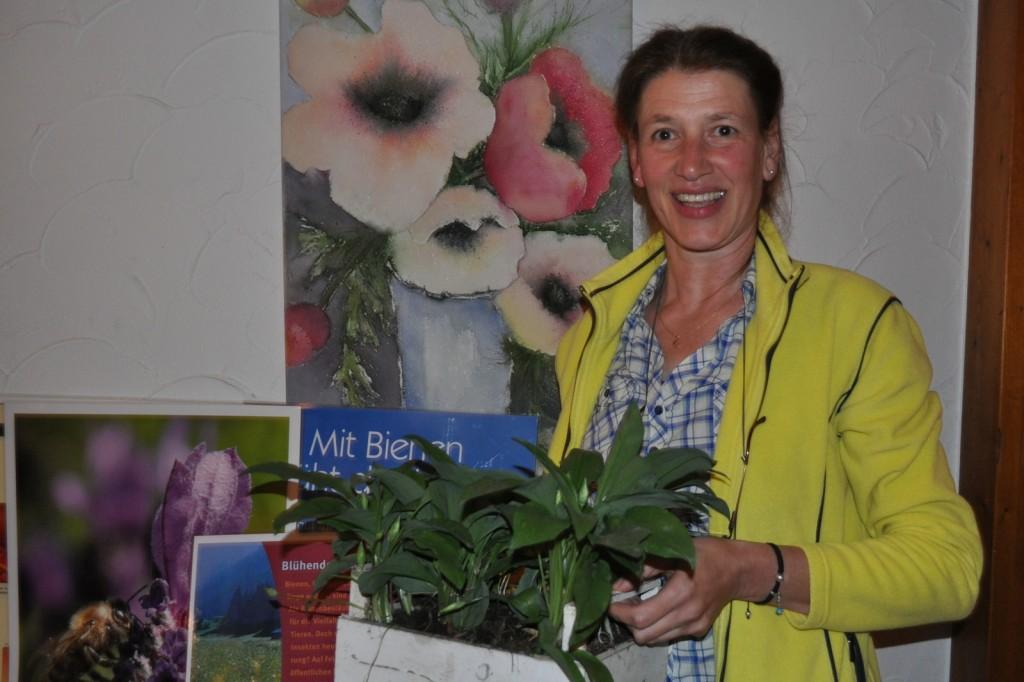 Irene Schäfer warb dafür, Gärten, Feld- und Wegränder sowie öffentliche Flächen zum Blühen zu bringen. Foto: Sommer