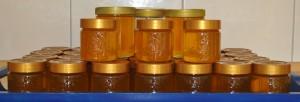 Unsere Ausbeute: 9 kg Honig abgefüllt in Gläsern - 1 kg haben wir vorher schon probiert.