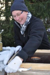 Eine Bienenbeute aus Holz reicht den Bienen als Isolierung vor Hitze und Kälte.