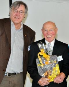 Kompetente Bienenforscher: Dr. Werner Mühlen und Dr. Walter Pinsdorf - 90 Jahre!