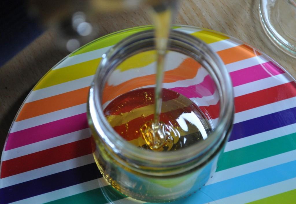 Super ist unsere Küchenwage, mit der man das Gewicht des Glases abziehen kann.