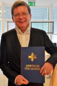 """Dr. Joachim Eberhardt, der Macher der E-Learningplattform """"Die Honigmacher"""" ist Apisticus des Jahres."""