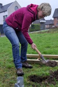 Schaufeln statt Schrauben. Steine im Boden verhindern den korrekten Einsatz der Bodenanker.